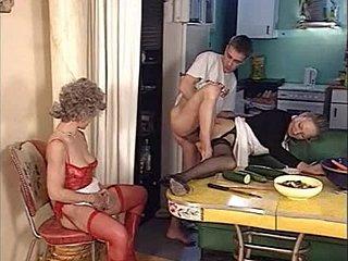 Through sexy Video auf U-Röhre not dominant