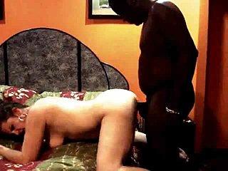 Amateur Milf wird von schwarzen Schwanz barebacked