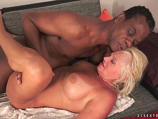 Mature bimbo Pixie loves having a stiff dick deep inside of her Γιαγιά Ωριμες Views: 991AnyPorn.