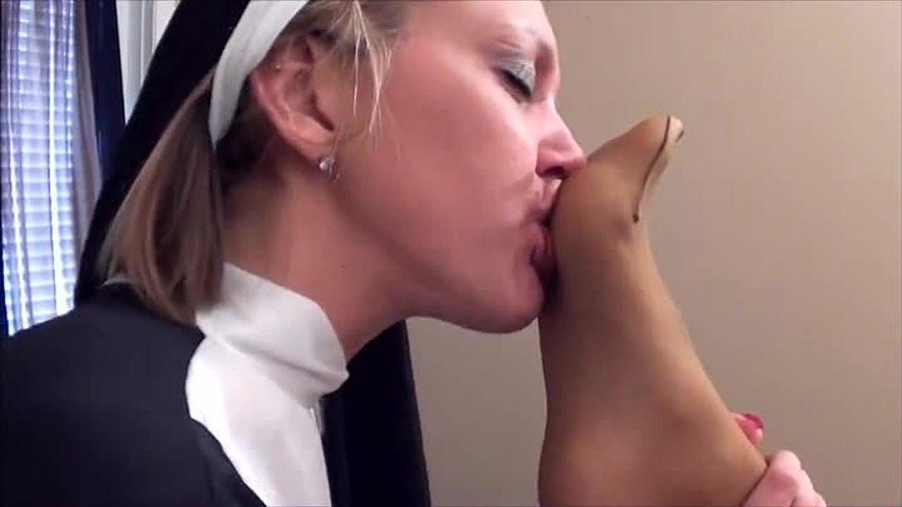 Nylon Feet Sniffing Lesbian